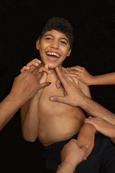 CARE - Rubén y las manos de quienes cuidan ©Ana Alvarez-Errecalde